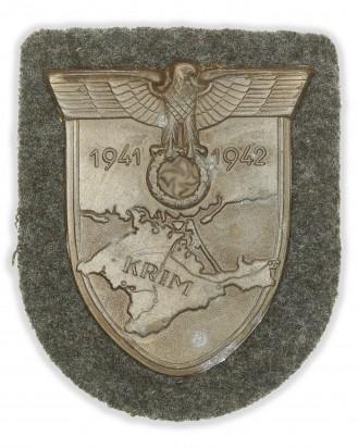 © DGDE GmbH - Krimschild 1941-1942 auf feldgrauem Tuch