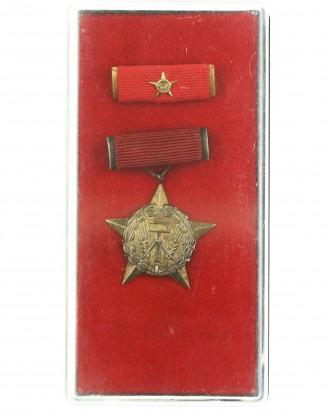 &copy DGDE GmbH - Medaille zum Ehrentitel Held der Arbeit - 2. Modell