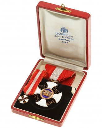 © DGDE GmbH - Order of the Crown of Italy (Knight's Cross) in a case