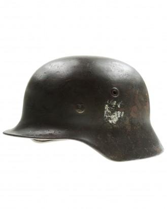 &copy DGDE GmbH - Wehrmacht Stahlhelm M40 mit einem Emblem