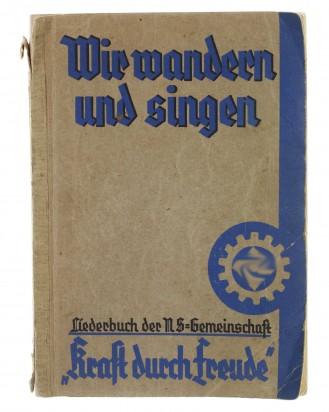 © DGDE GmbH - WWII German Song Book: Wir Wandern und Singen