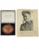 NSFK Bronzene Plakette zum Deutschlandflug 1938 mit Etui und Besitzurkunde