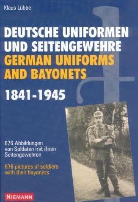 Deutsche Uniformen und Seitengewehre
